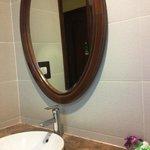 Sauber wie das gesamte Hotel: das Badezimmer