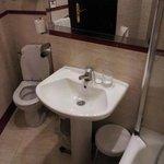 WC para personas delgadas; hay un problema para sentarse
