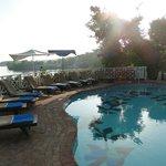 Der Pool ist sehr klein, aber elegant