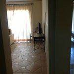 вид гостинной с коридора