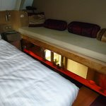 CH 1 lit en mezzanine avec banquette et aquarium