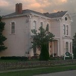 1860 Historic Victorian on the Ohio River.Named After the 1816 Settlement Susanna