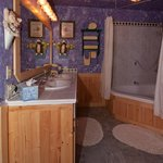 Bears Den Bathroom w/jetted tub