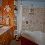 Rivers Edge Bathroom w/jetted tub