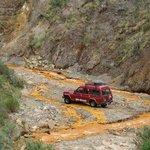 Tratando de llegar a la mina a travesando el rio