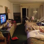 we are messy! great room! loved it! 305