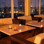 Loungige Bar auf dem Dach - Lounge feeling on A&O's rooftop bar
