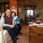 Io e mia moglie nella reception della Foresteria di San Leo