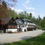 Gesamtansicht Hotel und Köhlerhütte