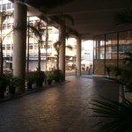 vista de la entrada al hotel