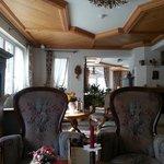 Main Sitting Room / Lobby