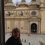 Balcón con postal.