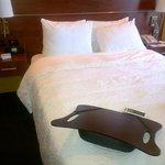 la cama es deliciosa, con colchon suave premium
