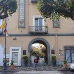 Indgang til hotellet fra Via Roma