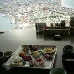 函館山展望台レストランジェノバにて_眺望を楽しみながらのランチ