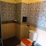 バスルームは格安ゲストハウス仕様