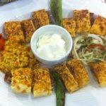 uno dei numerosi piatti di Kebab. particolarità: il pane è cotto al forno con dentro arrotolata
