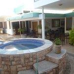 Area de piscina y terraza