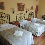 triple room w/ 3 twin beds