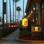 El hotel esta en la parte trasera de Disney.