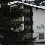 Das Hotel aufgenommen auf den letzten Metern der Talabfahrt...