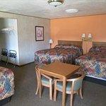 A three bed room at Inca Inn