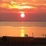 有明浜まであるいてすぐ、夕日が自慢です。