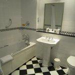 Lovely large clean bathroom