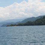 Pemandangan tepi barat Danau Poso