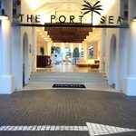 Entrance Foyer to Portsea Mantra, Port Dpuglas