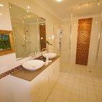 Bathroom, Platinum bedroom