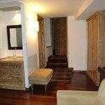 piso superior: sla de estar + habitación + baño