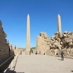 die 2 restlichen großen Obelisken im Karnak-Tempel
