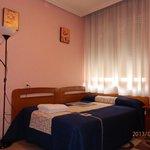Habitación doble con baño privado, TV y WiFi