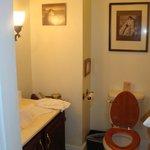 tiny bathroom in Nathaniel Smith room