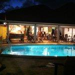 Vue du restaurant et de la piscine