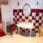 La chambre rouge - Salle de bain