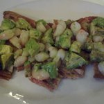 tosta aguacate y gambas 7.95e