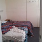 Extra room with 2 single beds - but no cooling!