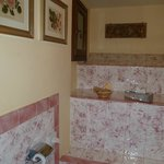 Beautiful Bathroom in Beatrice Room