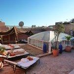 La trés belle terrasse du Riad Abaca Badra, pour les plaisirs du Spa, bain de soleil et relaxati