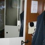 Fön mit Kleider im Schrank2