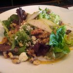Baby Greens Salad w/ Walnuts, Pears and Mustar Vinaigrette