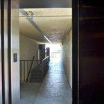 Vista dos corredores elevador que serve nos pavimentos superiores
