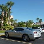 Estacionamento do Hotel ao lado o IHOP restaurante