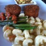 Crab Cakes with White Cheddar Mac & Cheese and Green Beans
