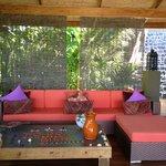 Beautiful Bar/Lounge
