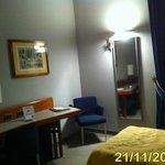 Twin room (Desk area)