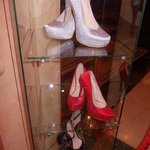 teatro brancaccio - scarpe di scena in vetrina