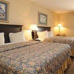 Magnuson Hotel Calumet Park Room